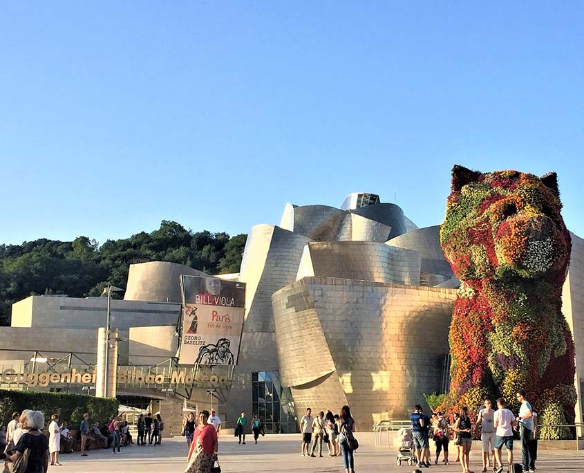 Tours to Spain. Cultural group in Bilbao. Abacco International